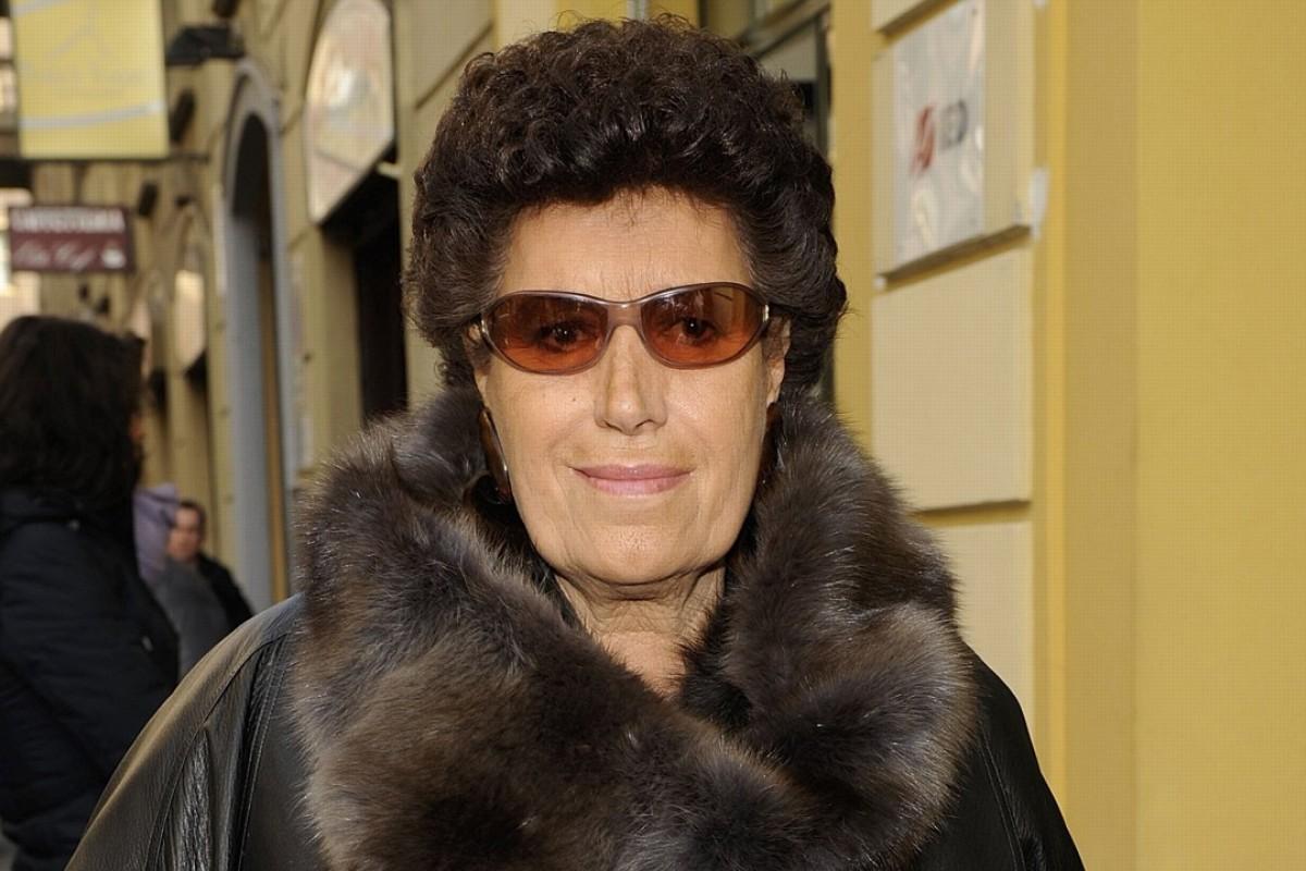 Italian fashion legend Carla Fendi dies at 79