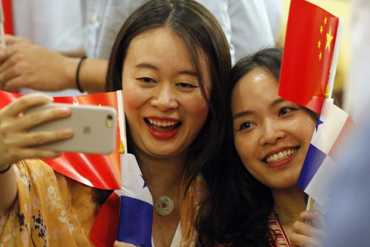 Chinese residents in Panama celebrate after Beijing's establishment of diplomatic relations with Panama City. Photo: EPA