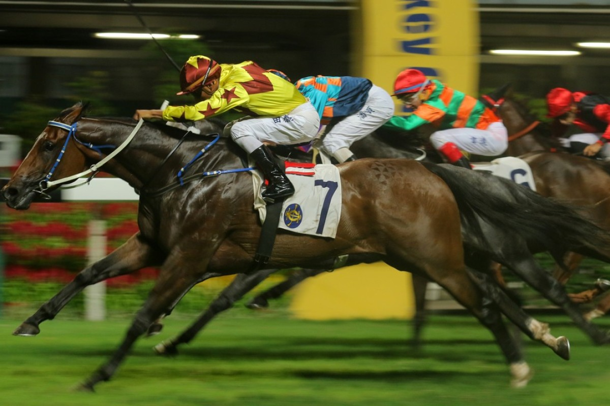 Karis Teetan storms to victory with Southern Legend. Photos: Kenneth Chan