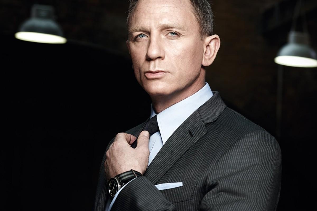 Daniel Craig, as James Bond,wears an Omega Seamaster 300 timepiece.