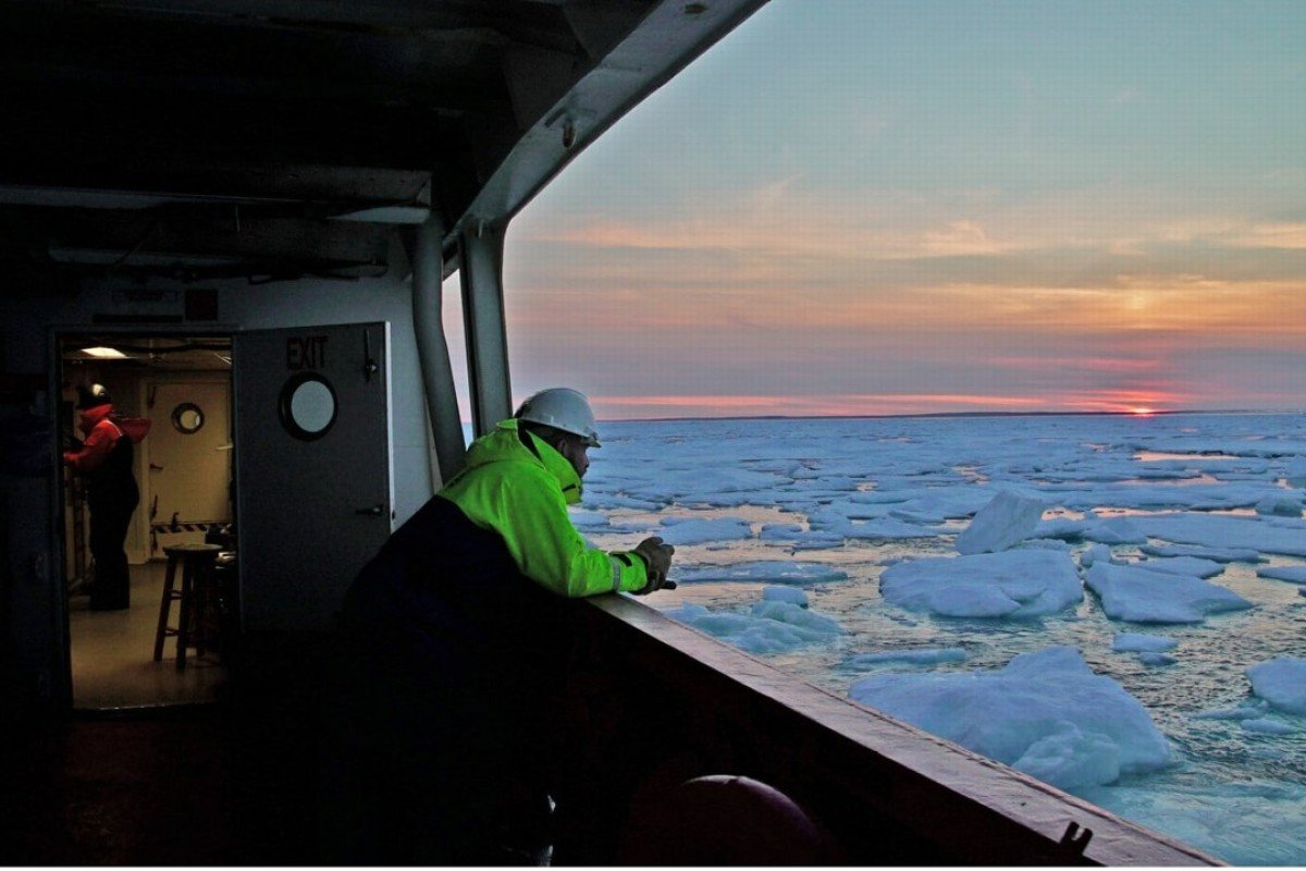 As the sun sets, Mark Furze waits for the CCGS Amundsen to arrive at its next workstation in the Gulf of Boothia, in the Canadian territory of Nunavet. Photo: Washington Post