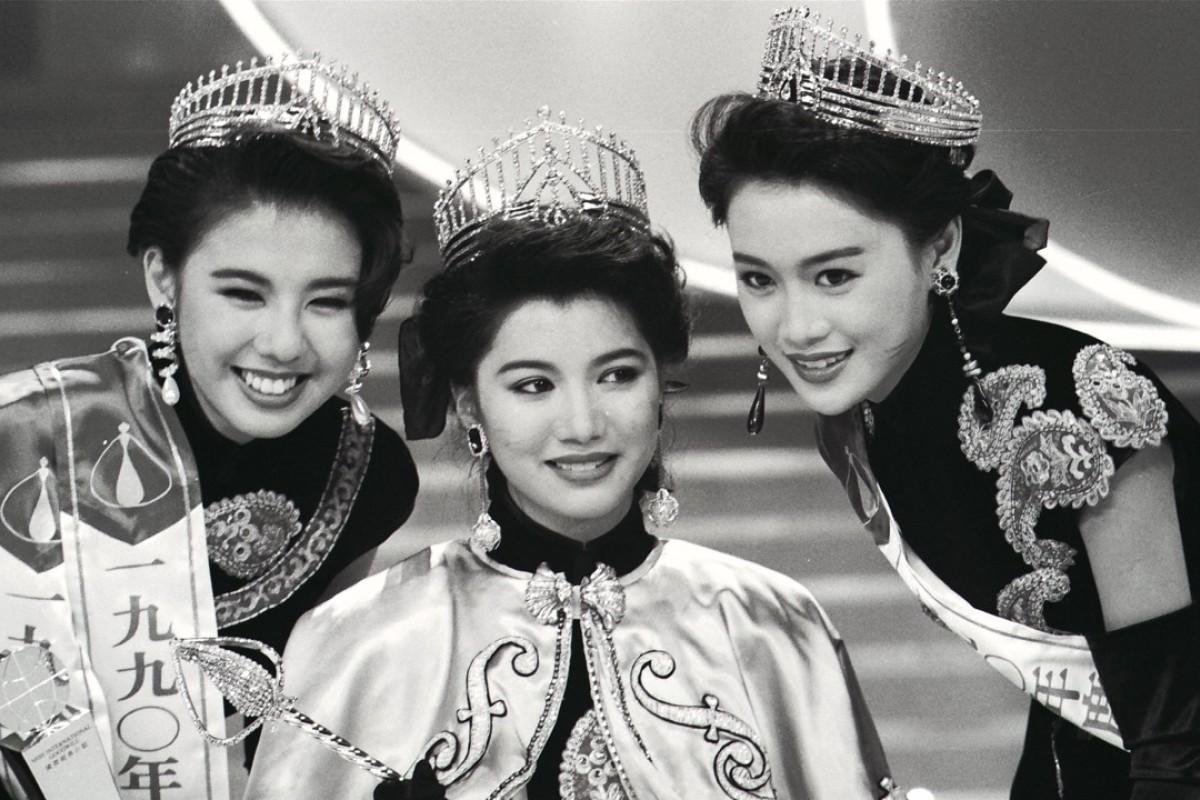 Anita Yuen Wing-yi (centre), Miss Hong Kong 1990, with first runner-up Helen Yung Hang-lan (left) and second runner-up Vivien Leung Siu-bing.