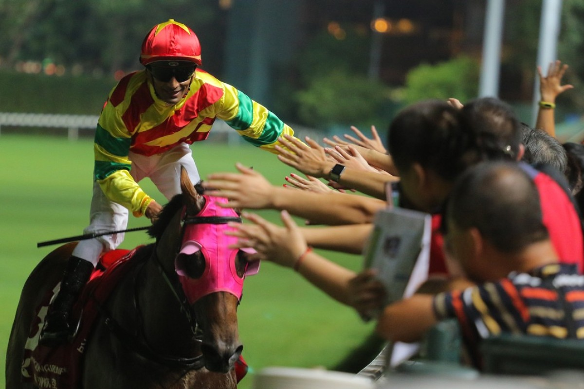 Karis Teetan celebrates with the fans after Convincible's win at Happy Valley on September 6. Photos: Kenneth Chan
