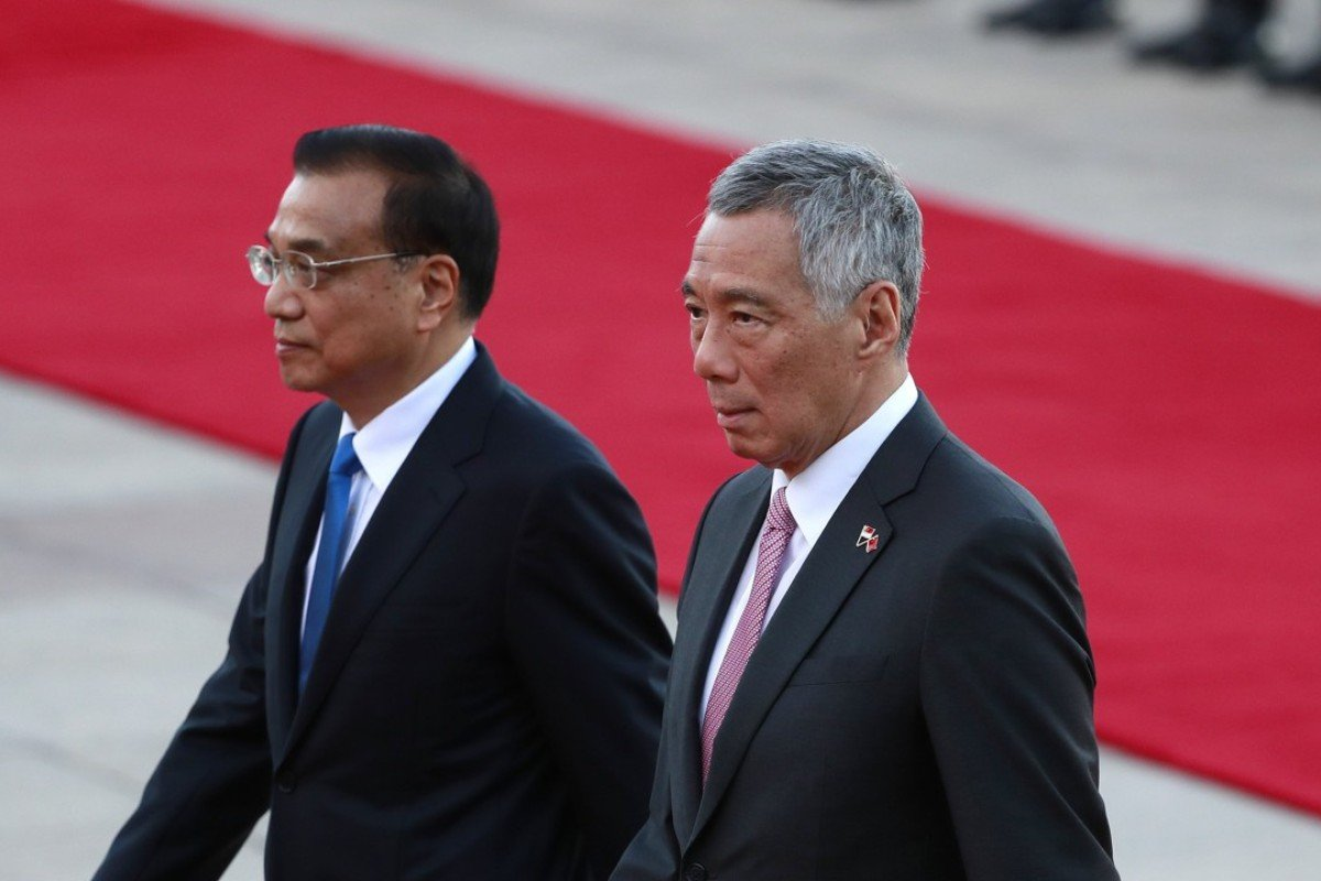 Chinese Premier Li Keqiang and Singapore Prime Minister Lee Hsien Loong at the Great Hall of the People in Beijing. Photo: EPA
