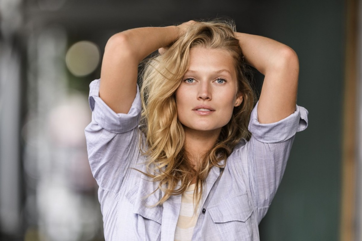 Wear it like a supermodel: vintage clothing worn by Toni Garrn, Gisele, Kate Moss and others is up for sale on Vestiaire Collective next month.