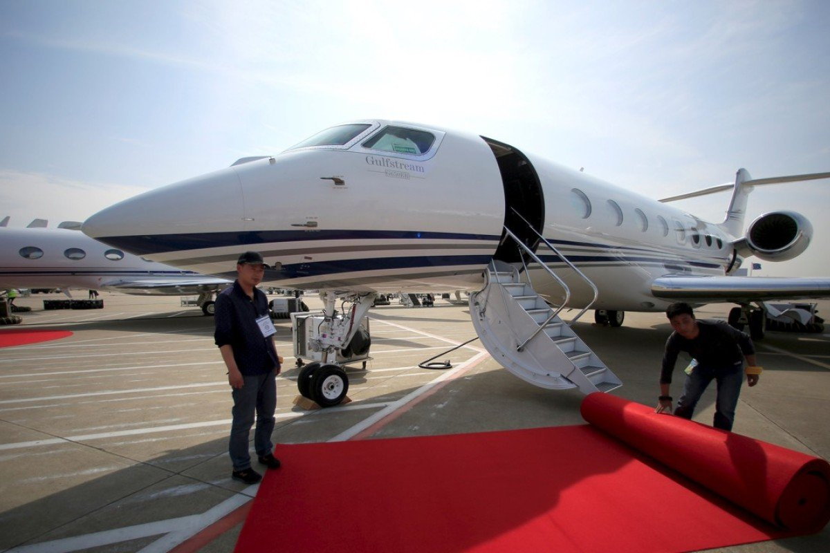 Workers prepare a red carpet in front of the Gulfstream G650 ER aircraft at the Asian Business Aviation Conference and Exhibition (ABACE) at Hongqiao International Airport in Shanghai. Photo: REUTERS