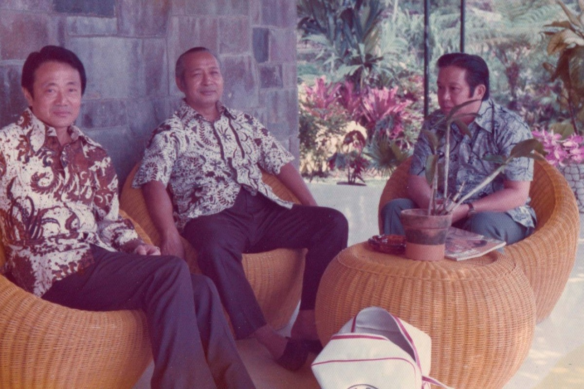 President Suharto of Indonesia (middle) with Yani Haryanto and Robert Kuok in the president's country home in Chiomas, outside Jakarta, c 1970. Photo: Robert Kuok, A Memoir