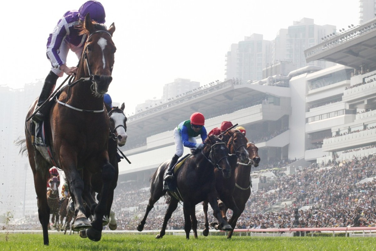 Highland Reel (left) holds off his rivals to capture his second Hong Kong Vase. Photos: Kenneth Chan