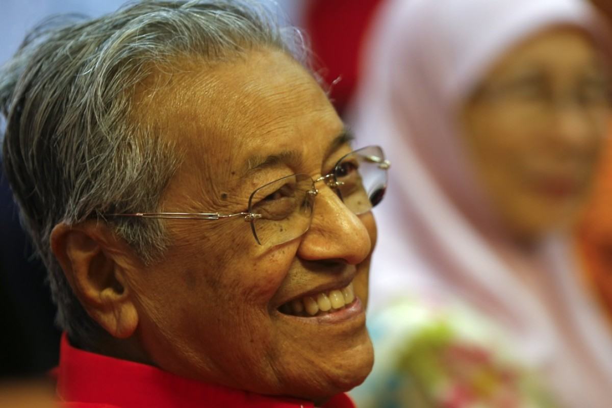 Former Malaysian prime minister and Malaysian United Indigenous Party chairman Mahathir Mohamad smiles during a media conference in Petaling Jaya, Selangor. Photo: EPA