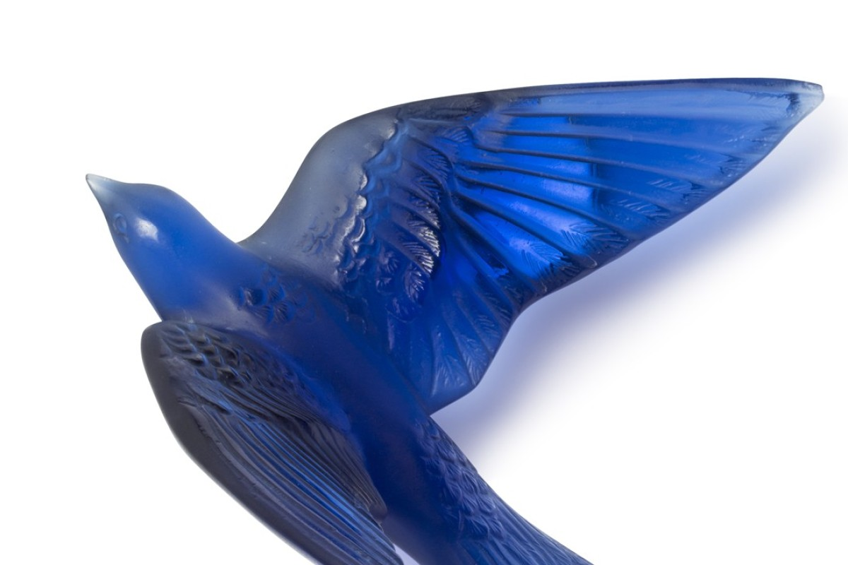 A swallow sculpture in Lalique's Hirondelles collection