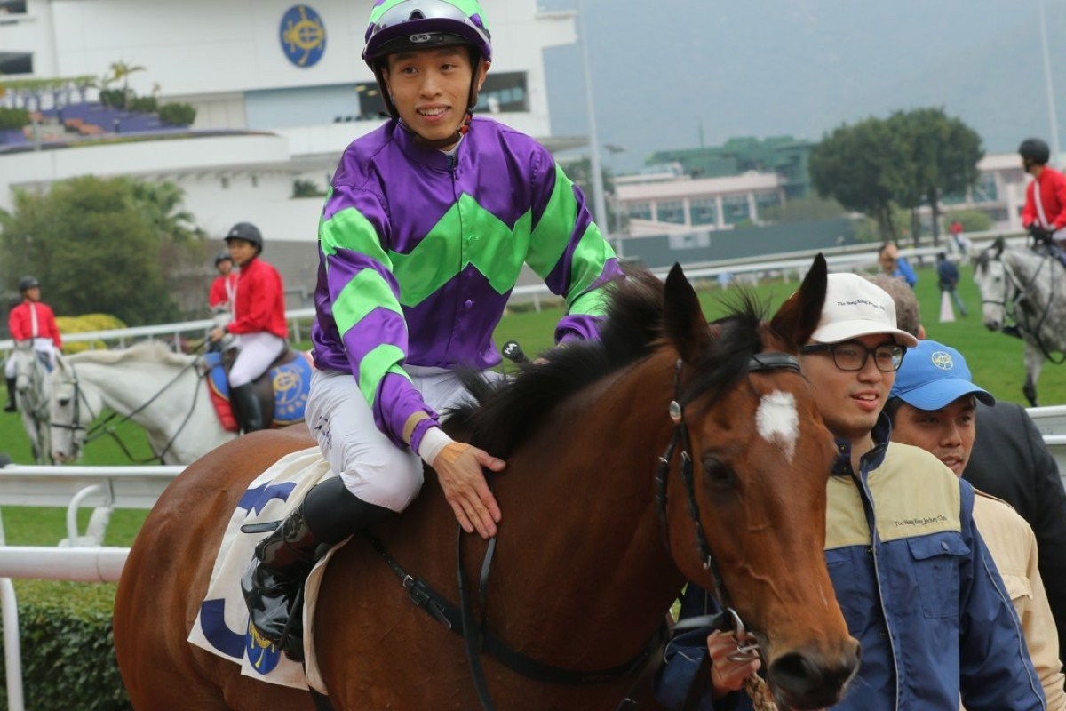 Vincent Go gives Vital Spring a pat after winning. Photos: Kenneth Chan