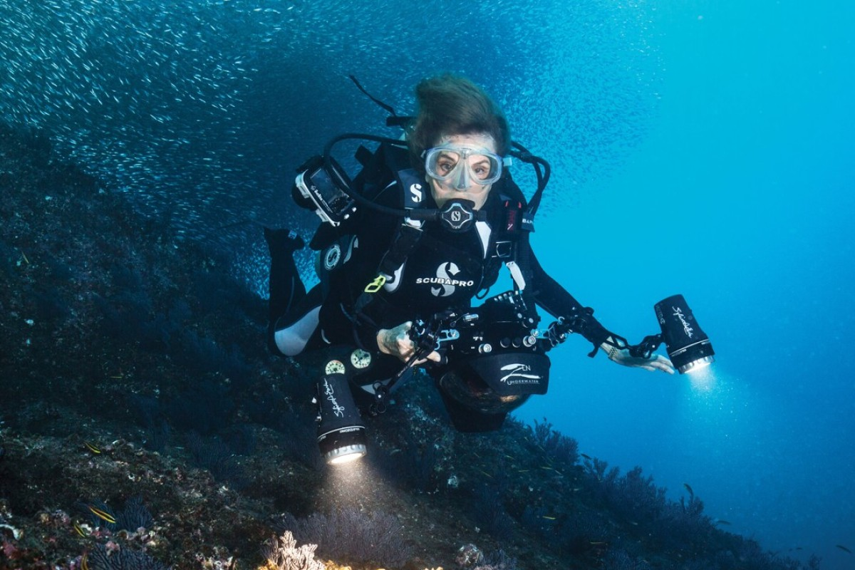 Marine expert Sylvia Earle has dedicated her life to making a difference by saving the oceans.