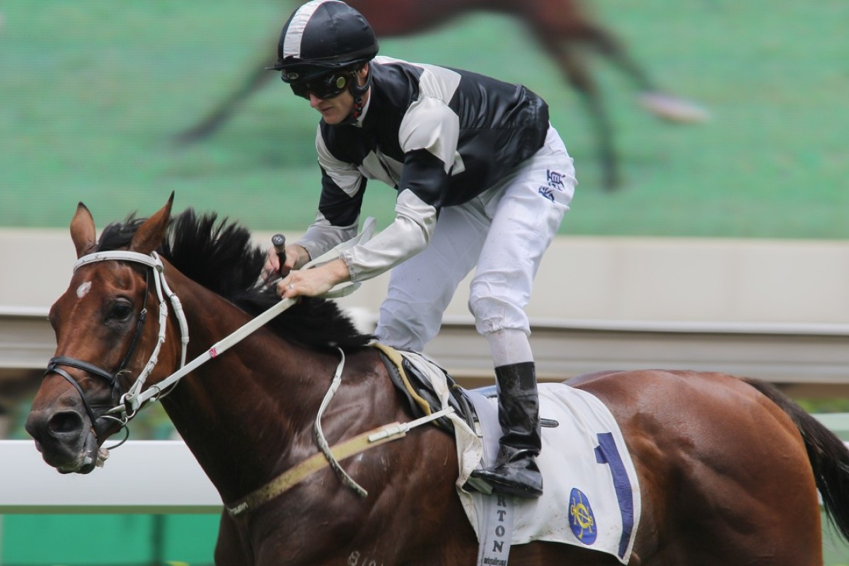 Zac Purton wins on Exultant. Photos: Kenneth Chan