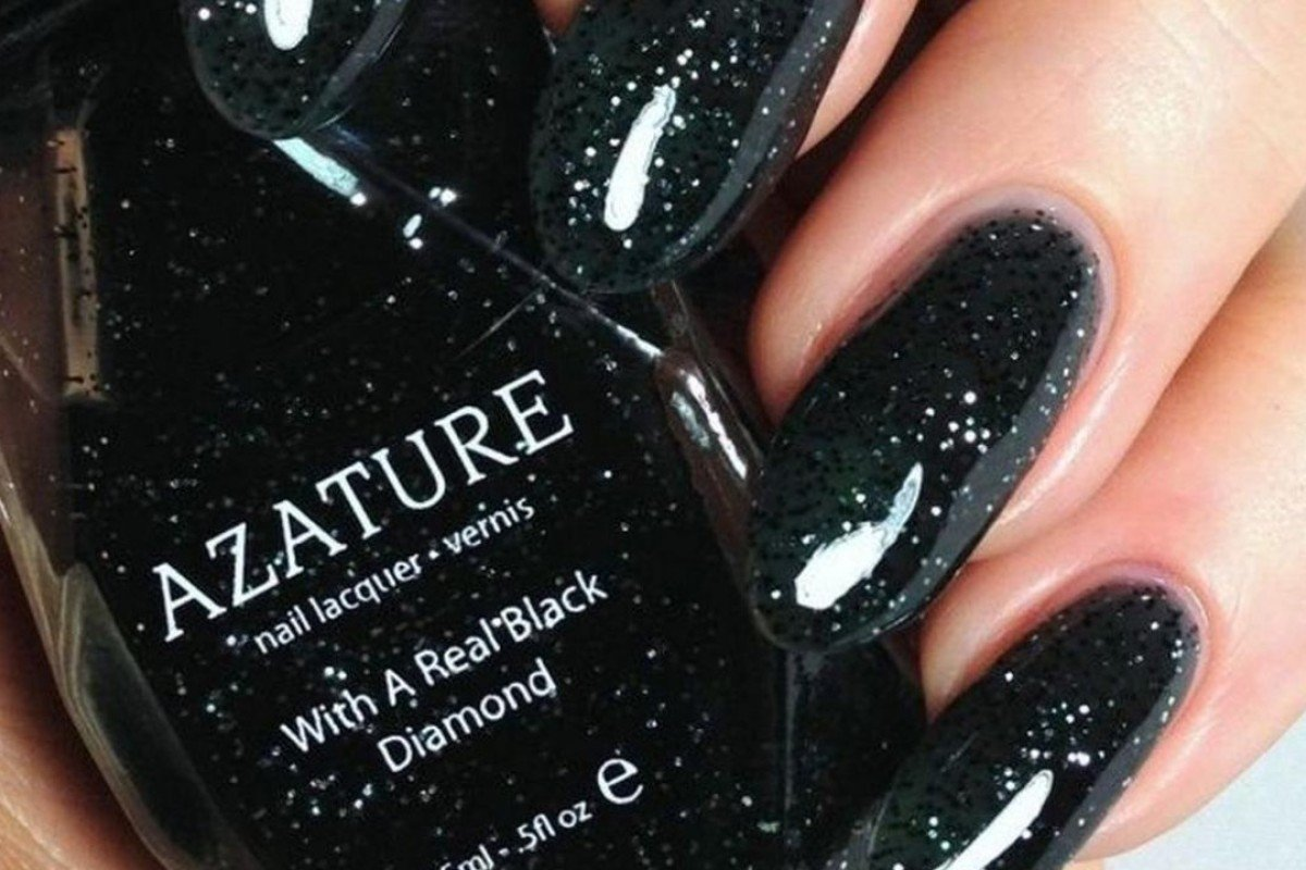 A single bottle of Azature's varnish contains 267 carats of black diamonds.