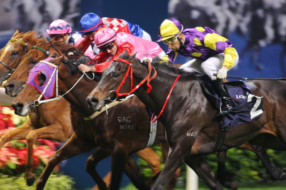Joao Moreira and Noble Deluxe dive to nab Chancellor and Zac Purton right on the line in the 2012 IJC at Happy Valley. Photos: Kenneth Chan.
