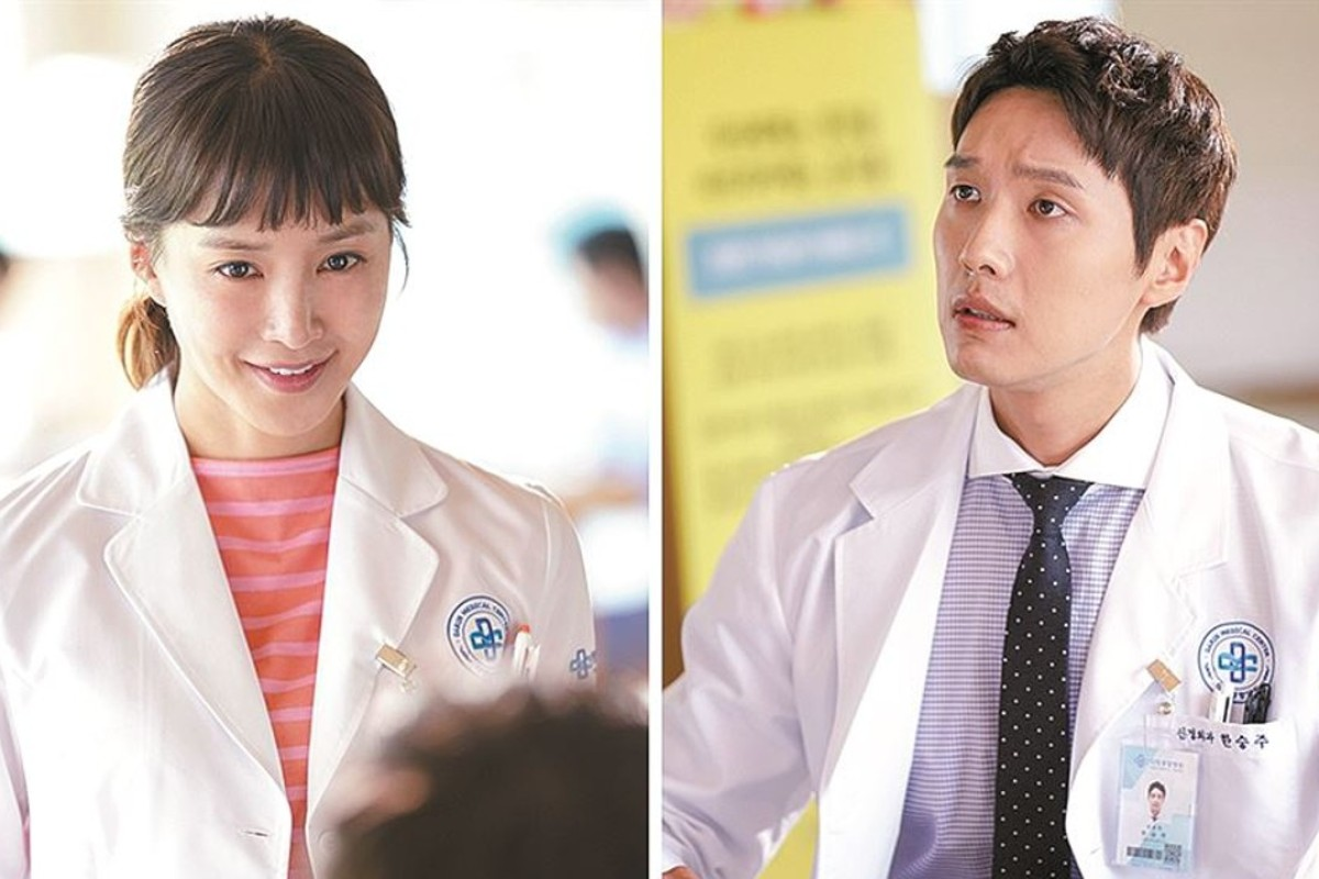Sparks fly when an endocrinologist played by Lee Si-young, left, settles on a neurosurgeon portrayed by Ji Hyun-woo as the subject of her study of hormones in MBC's new drama 'Risky Romance'. Photo: MBC.