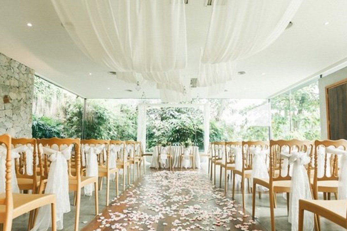 Air-conditioned Glass House at Ciao Ristorante. Photo by WeFreeze Photography via Weddings Malaysia