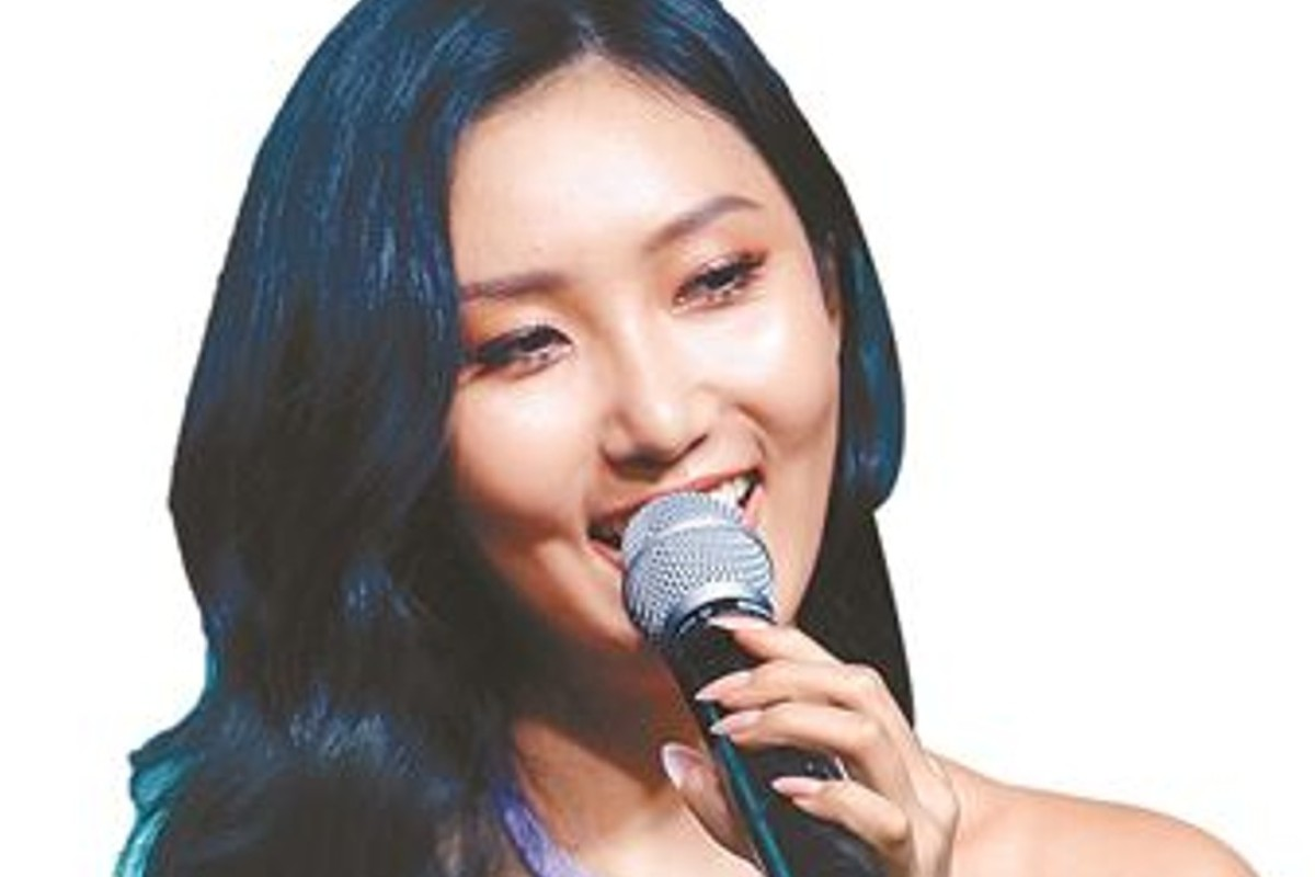 K-pop star Hwasa's taste in food is proving hugely influential in South Korea – sparking huge demand for beef intestines and seaweed chips after a reality television show showed her eating the food in restaurants. Photo: Korea Times
