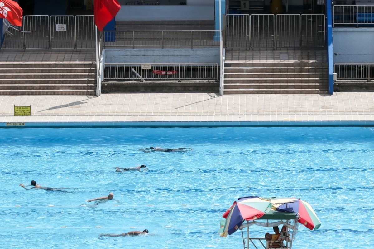Hong kong learn lane etiquette and allow faster swimmers to pass post magazine south china for Swimming etiquette public pool