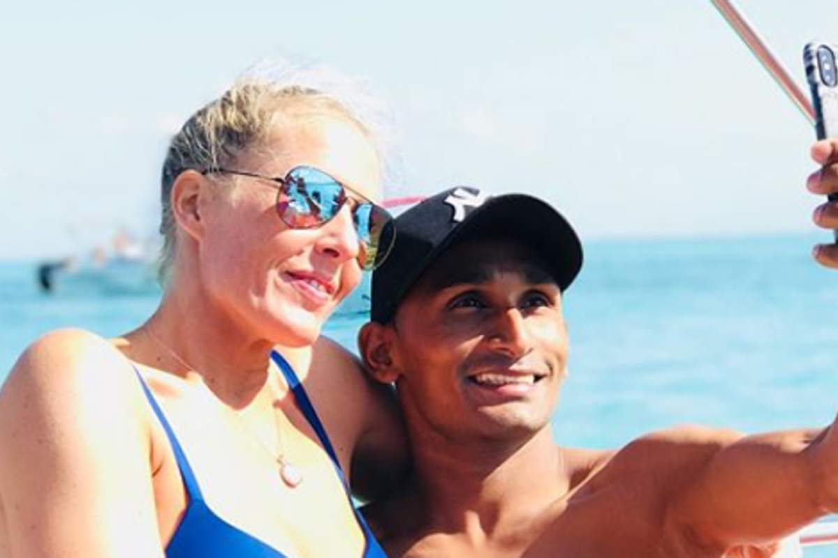 Karis Teetan poses for a selfie in Mauritius with girlfriend Xaviere. Photo: Instagram