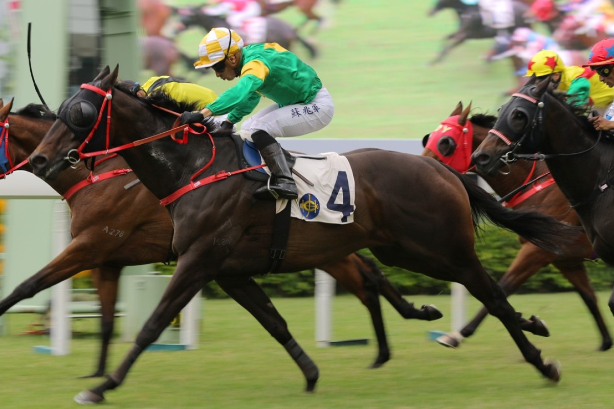 Silvestre de Sousa pushes out Let Us Win to beat home Ever Laugh in a photo finish. Photos: Kenneth Chan