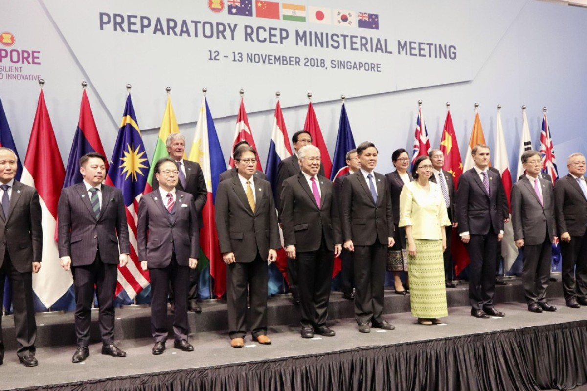 Ministers from 16 Asia-Pacific countries pose ahead of a meeting on the Regional Comprehensive Economic Partnership free trade pact in Singapore. Photo: Kyodo