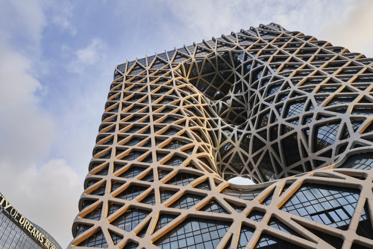 The impressive Zaha Hadid-designed Morpheus hotel, with its stunning exoskeleton-bound glass exterior and luxurious interiors, cannot fail to stand out from the crowd on Macau's Cotai Strip.