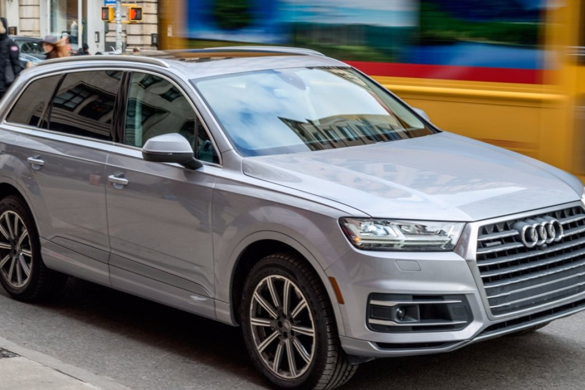 The Stylish Audi Q7 Suv Which Offers A Comfortable Ride Confident Steering And Strong