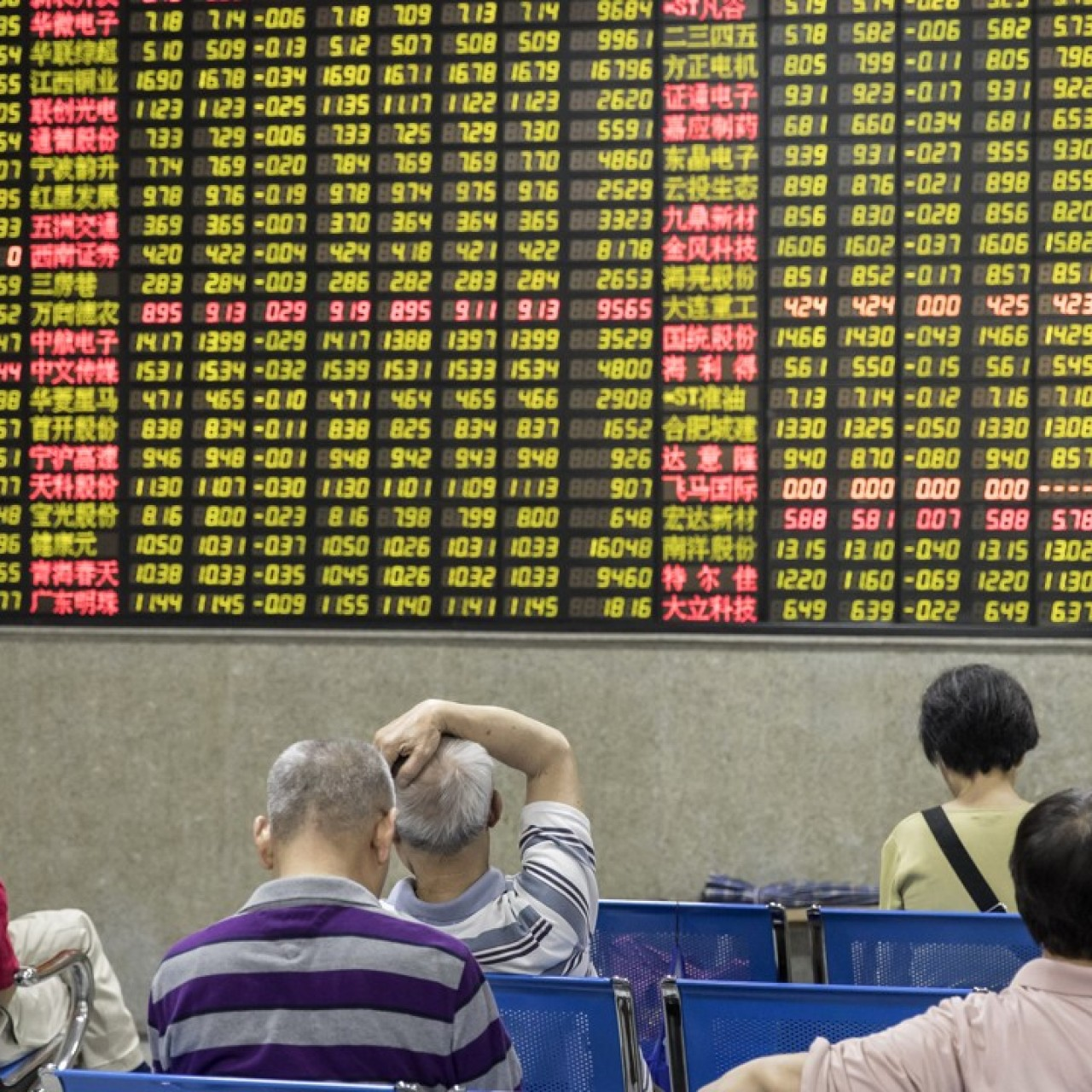 Global investors snap up Chinese stocks on last trading day