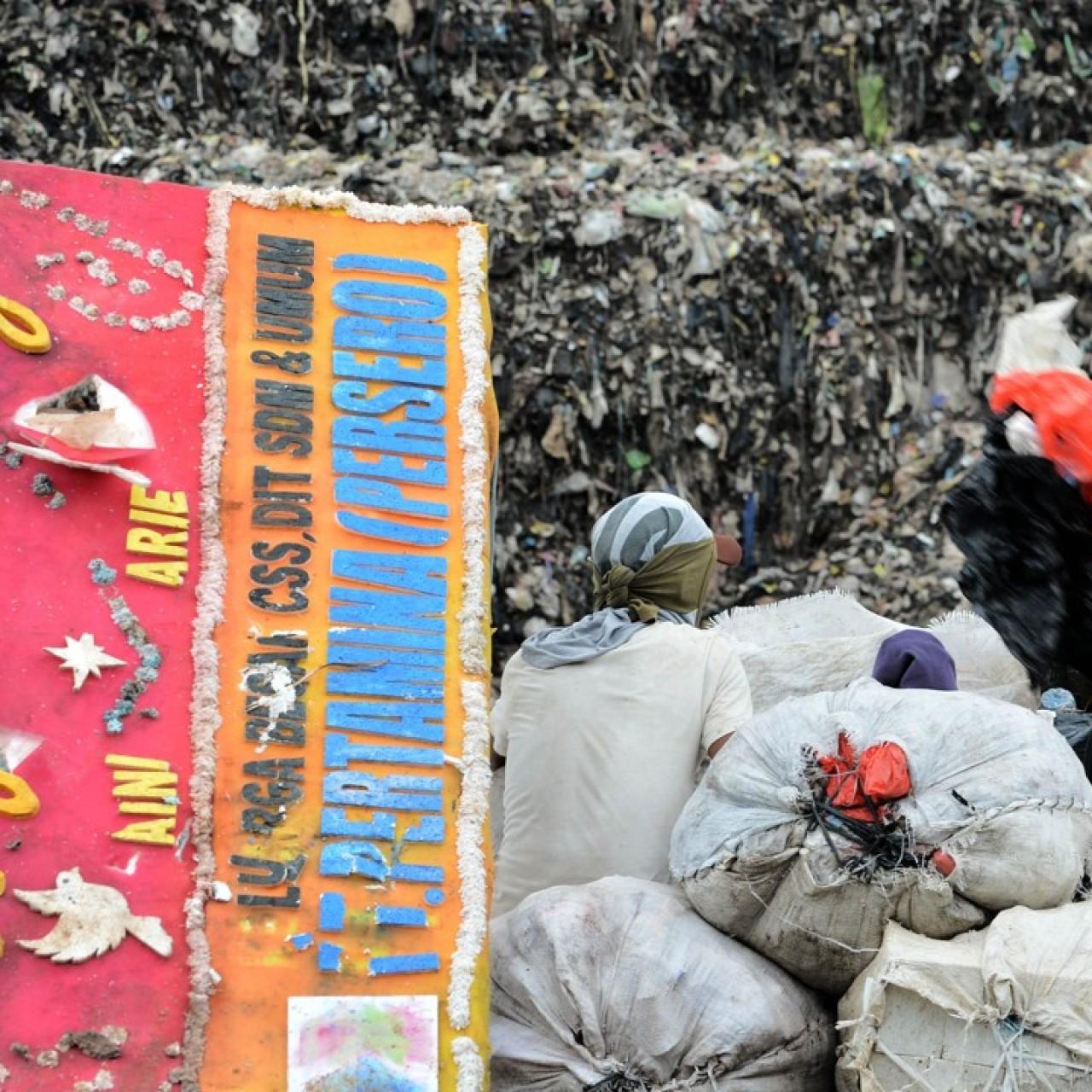 Indonesians living near Jakarta's giant dump want more