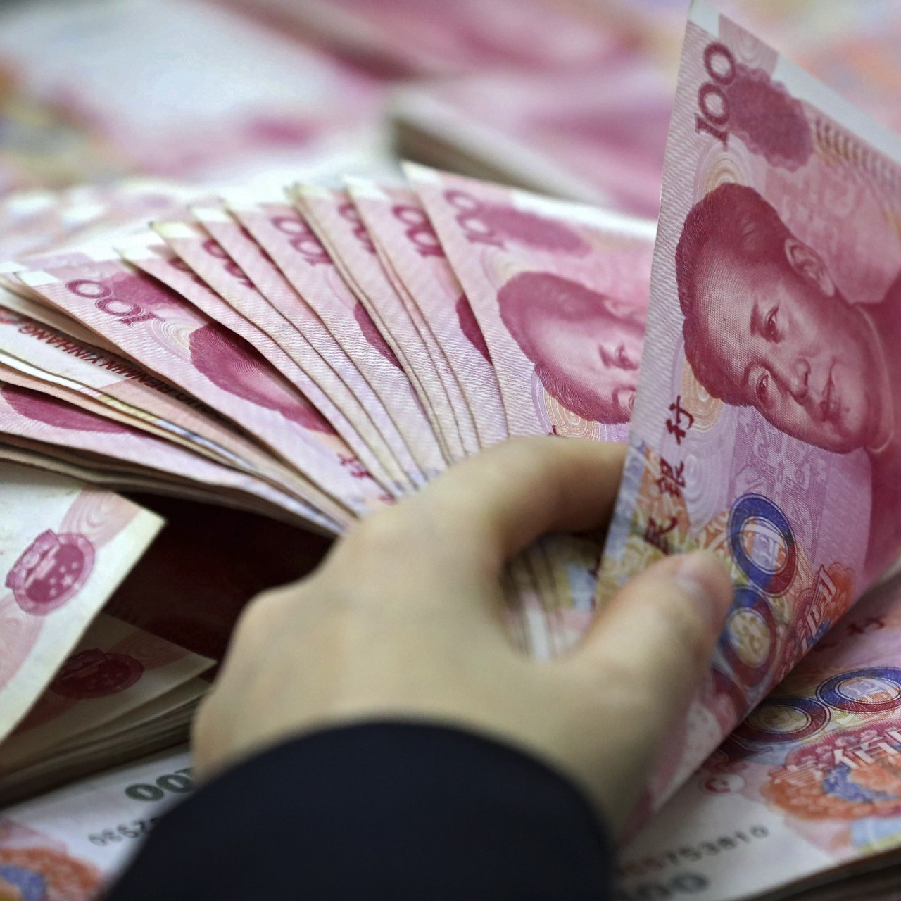 Volatility expected for Chinese yuan, as experts diverge on 2019
